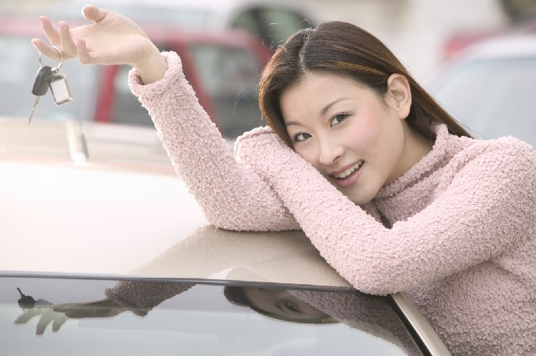 自動車保険比較女性笑顔