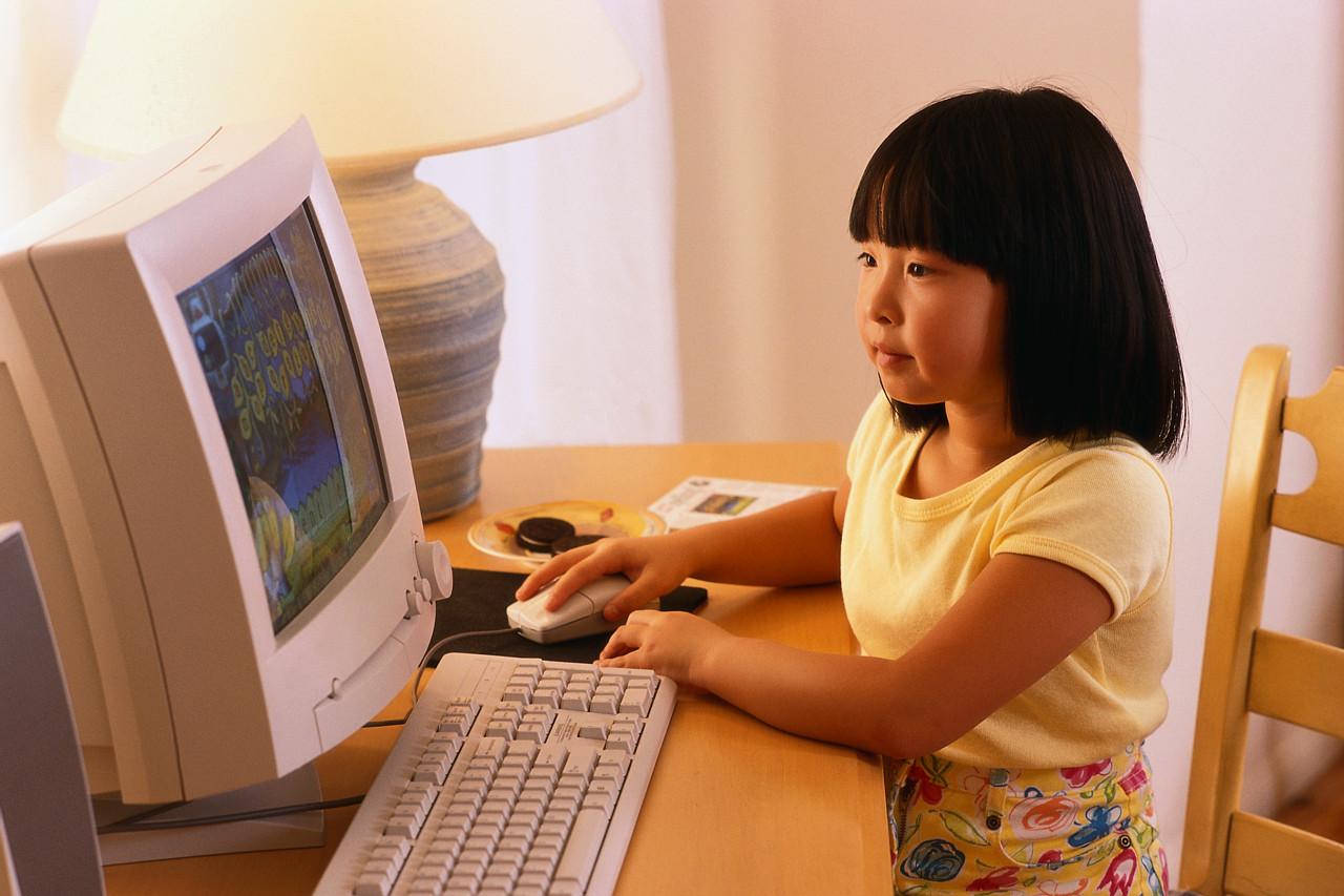パソコンスクール女の子